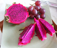 dragon fruit with grapes